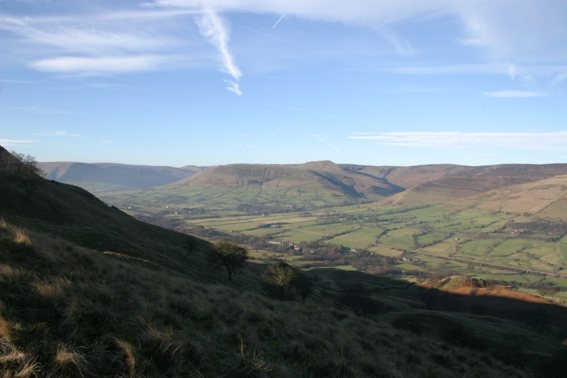 Looking Into Edale From Hollins Cross