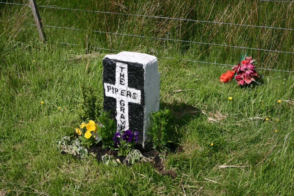 Piper's Grave On Road Out Of Innerleithen - He Didn't Get Far